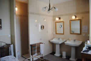 salle-bain-hotel-sainte-croix